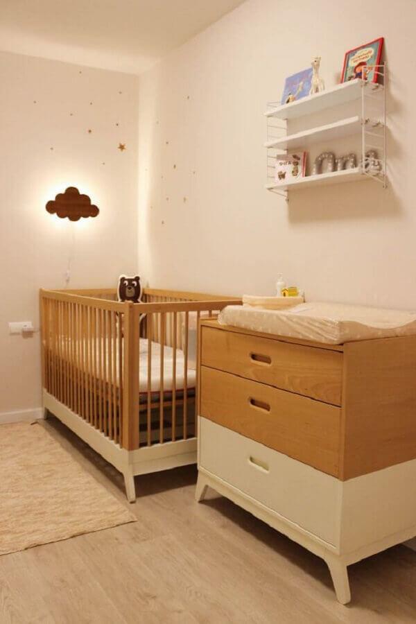 Decoração clean para quarto de bebe bege com berço de madeira Foto Moveis Henn