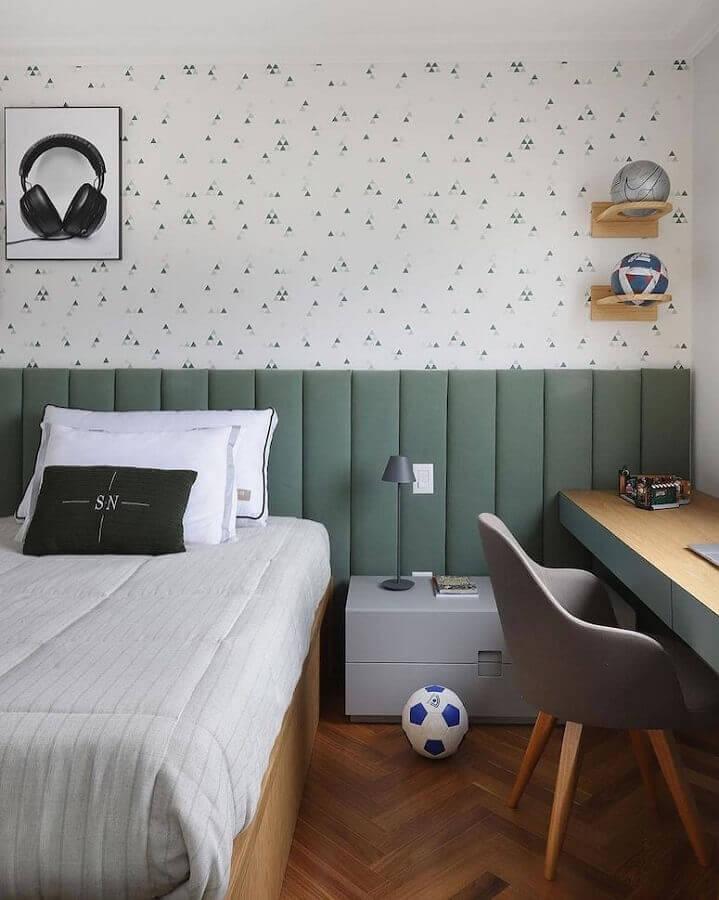 Cabeceira de cama box para quarto de solteiro decorado com papel de parede delicado Foto Mariana Orsi