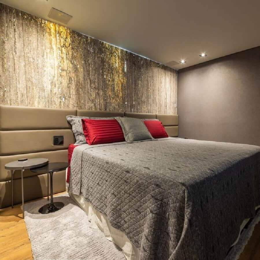 Decoração de quarto de casal cinza com cabeceira de cama box estofada Foto Arqueiroz