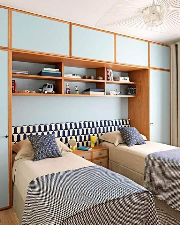 Decoração de quarto de solteiro planejado com cabeceira para cama box Foto Arkpad