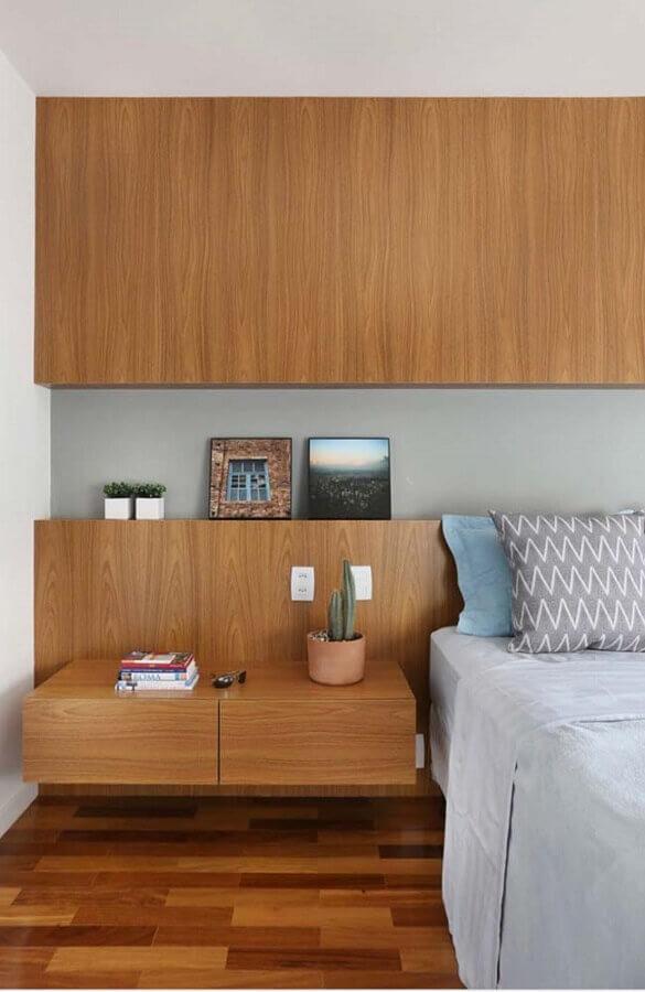 Decoração de quarto planejado com cabeceira de camas box com criado mudo de madeira Foto SP Estúdio