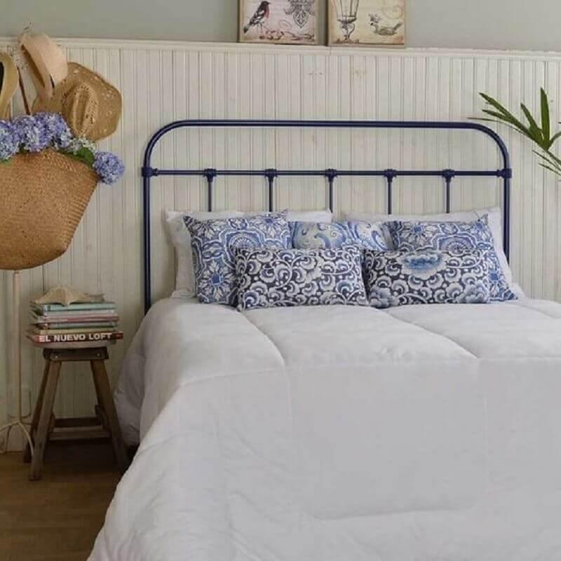 Decoração de quarto simples com cabeceira de cama box de ferro Foto Dom Mascate