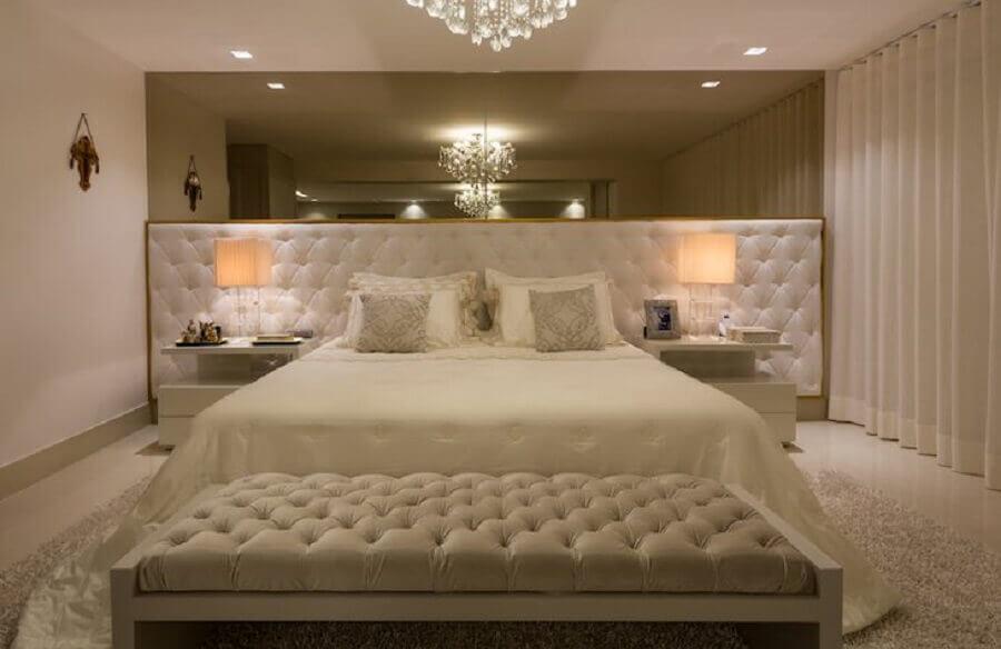 Ideias de cabeceira de camas box capitonê para decoração de quarto de casal grande e sofisticado Foto Sandra Moura