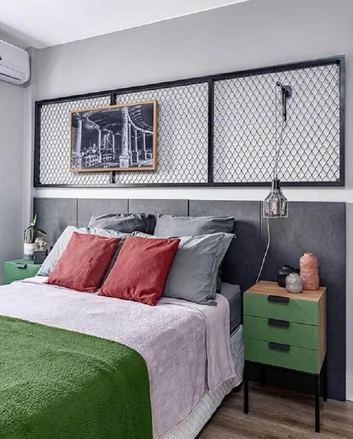 Almofadas para quarto de casal decorado com cabeceira de cama box cinza Foto Diycore