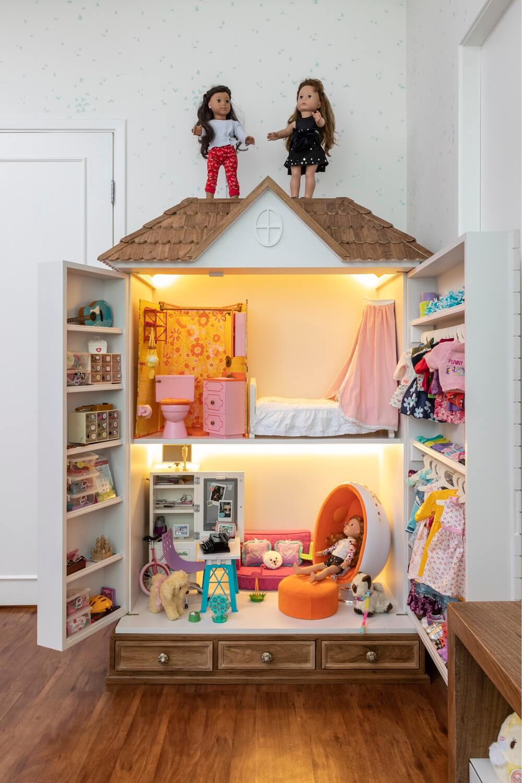 Casinha para a boneca americana American Girl. Projeto de Marta Calasans