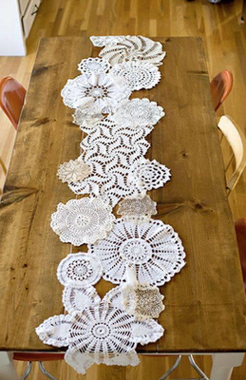 caminho de mesa de croche com circulos diferentes