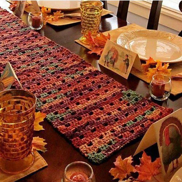 Caminho de mesa de crochê outono