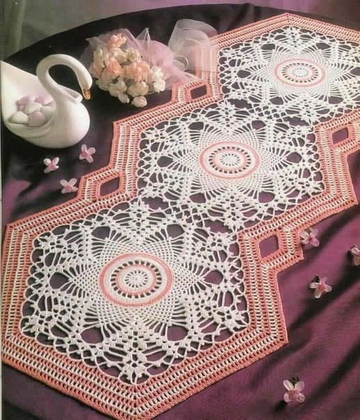 Caminho de mesa de crochê losangulo