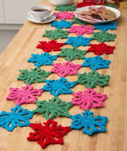 Caminho de mesa de crochê rosas