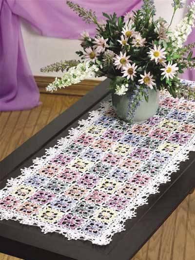 Caminho de mesa de crochê detalhada