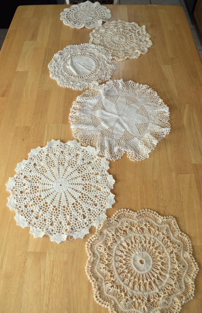 caminho de mesa de croche com bolas