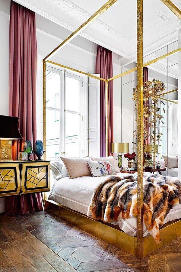 Quarto de luxo decorado com cama com dossel Foto Revista AD