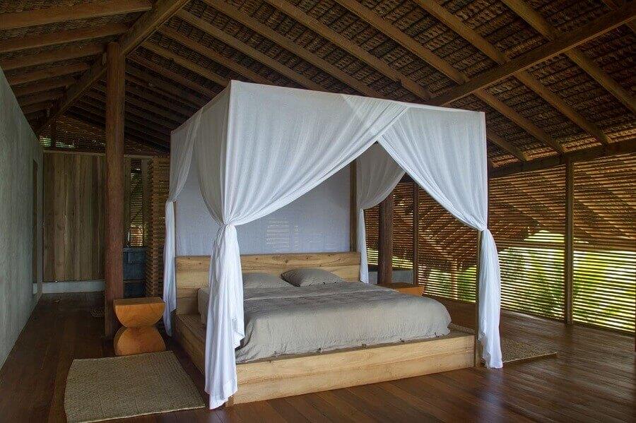 Cama com dossel e mosquiteiro para decoração de quarto de madeira Foto Meireles + Pavan Arquitetura