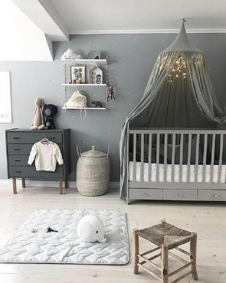 Quarto de bebe cinza decorado com dossel de teto para berço Foto Decor Facil