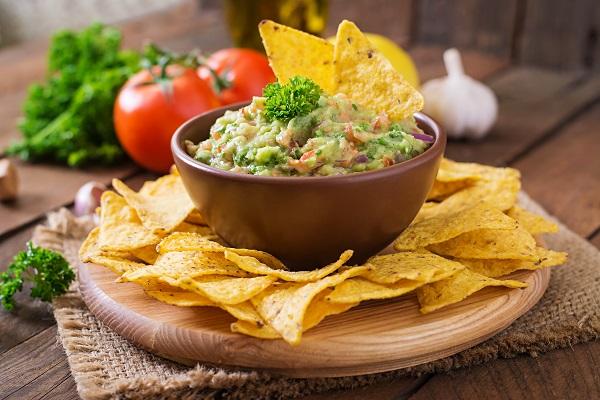Guacamole de abacate com nachos
