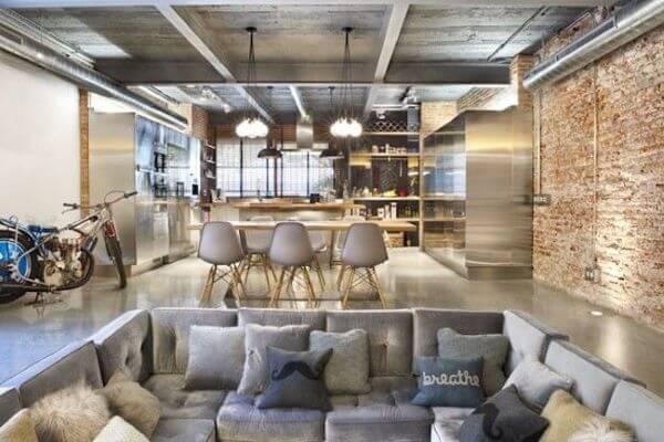 Loft decorado com móveis clean no estilo decorado