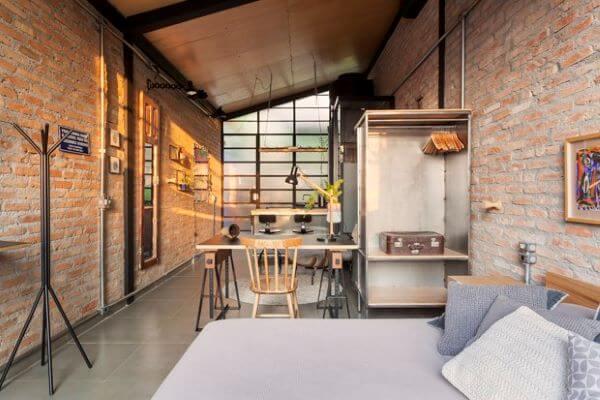 Loft decorado com móveis sustentáveis
