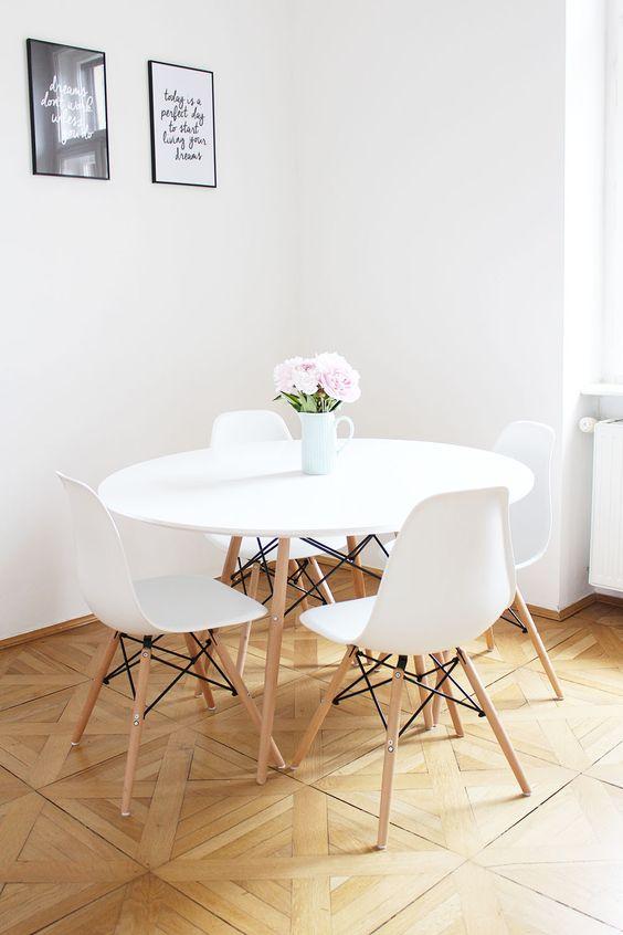 Mesa Eiffel Branca para sala de jantar e cadeira eames