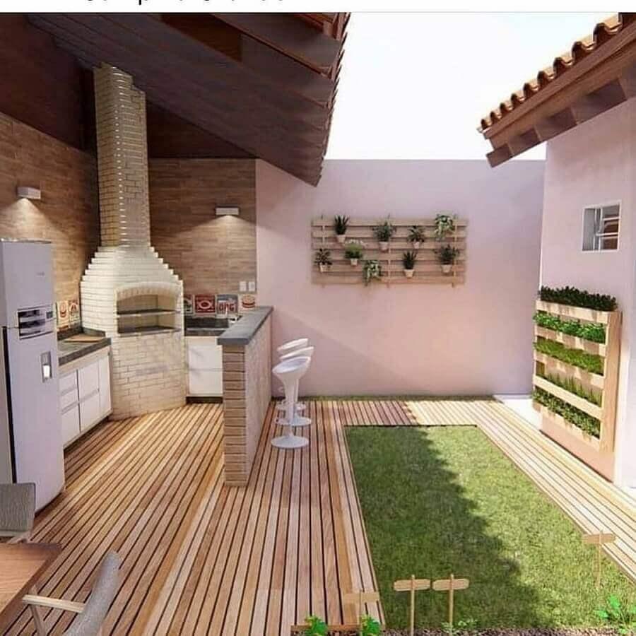 Revestimento de madeira para piso de área gourmet com churrasqueira externa Foto Tudo Construção