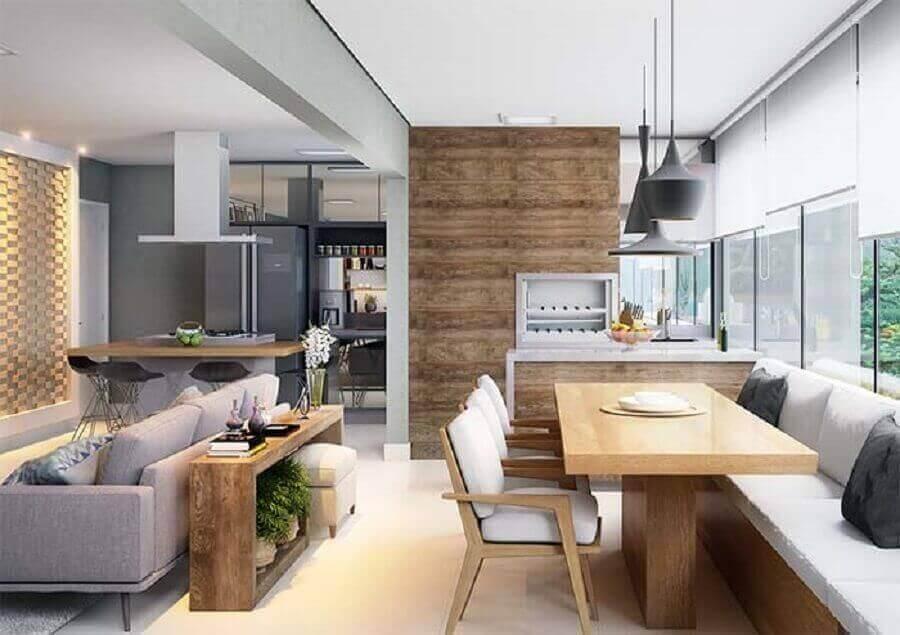 Apartamento pequeno decorado com cozinha com área gourmet e sala de estar integradas Foto Decor Fácil