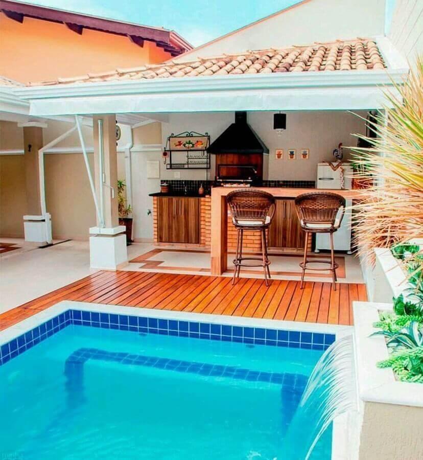 Bancada de madeira para decoração de área gourmet com piscina Foto Minha Casa - Zé Gabriel