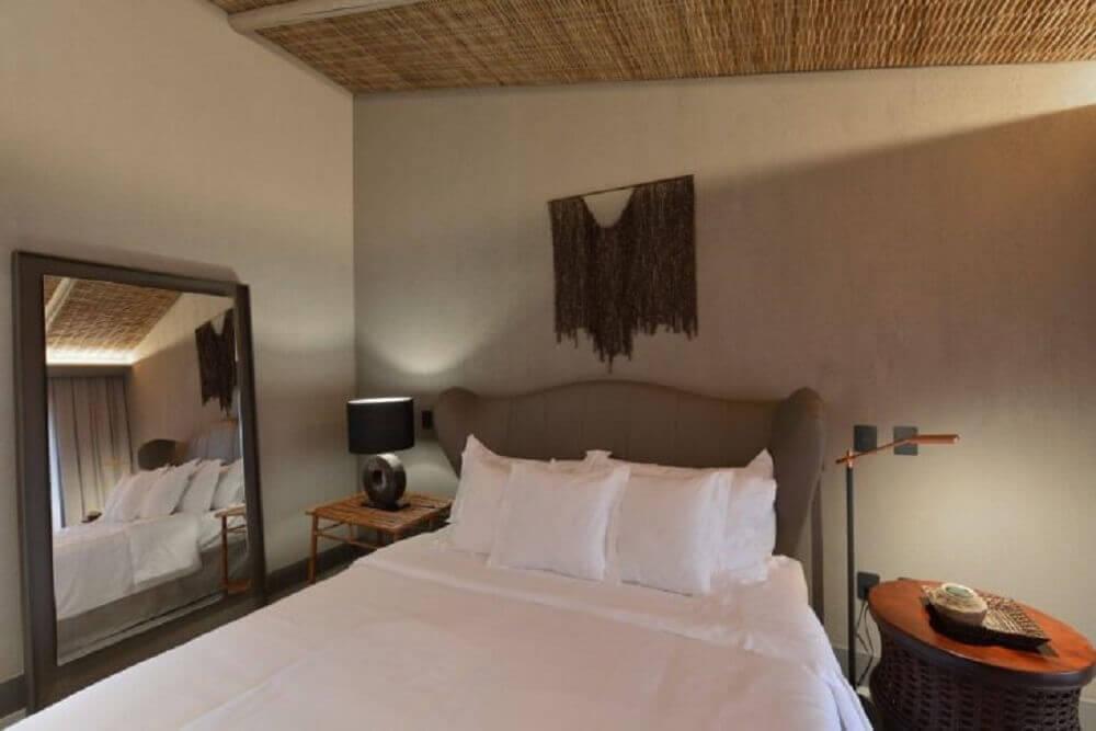 moldura de madeira para espelho grande para quarto de casal
