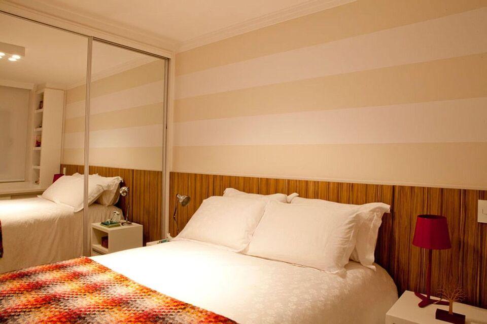 espelho para quarto - quarto com colcha colorida