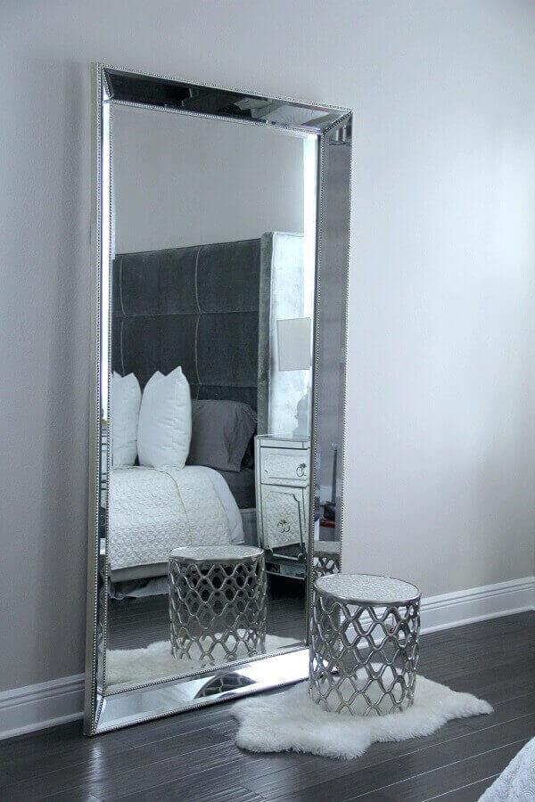 modelo de espelho decorativo grande para quarto