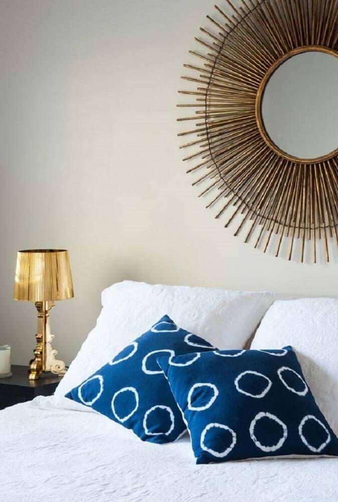modelo de espelho decorativo para quarto com moldura redonda dourada