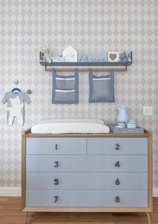 Decoracao com puxadores em formato de numero para gaveteiro para quarto de bebe azul Foto Triplex Arquitetura