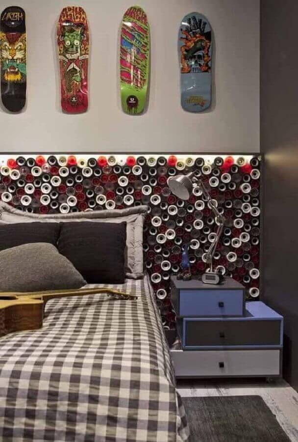 Decoração moderna com gaveteiro baixo para quarto cinza Foto Polo Design Show