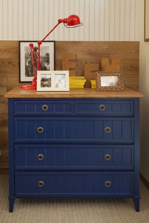 Decoração de quarto com cômoda gaveteiro azul Foto Casa Vogue