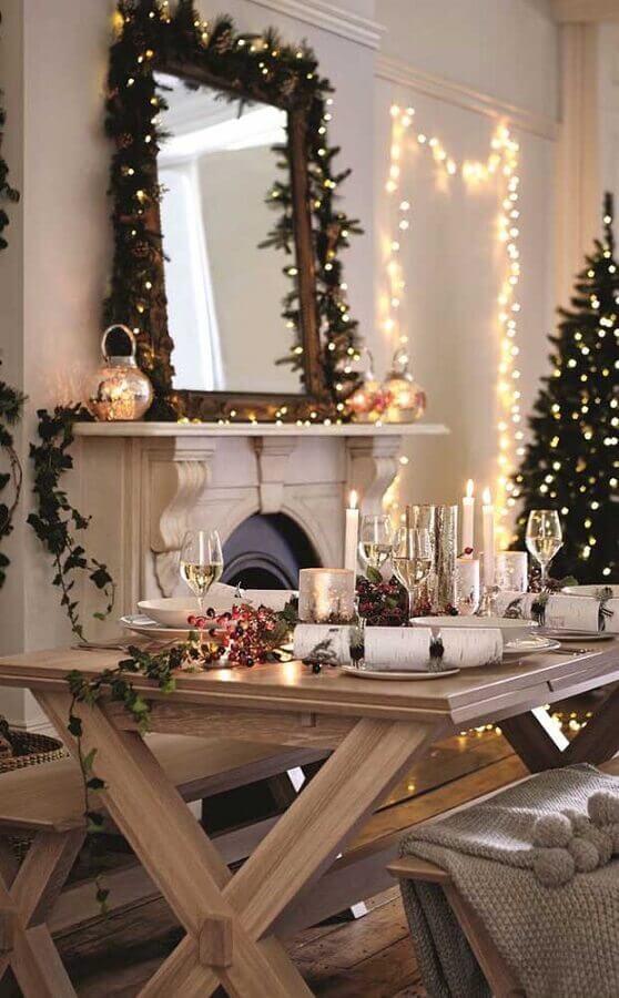 Decoração simples com luzes de Natal para sala de jantar Foto Decor Fácil
