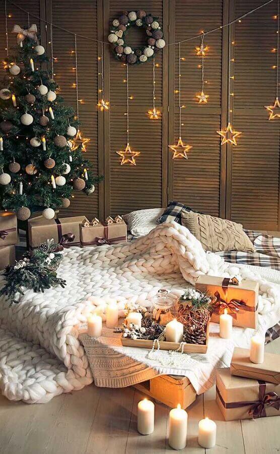 Decoração com árvore e luzes de Natal Foto No Decora