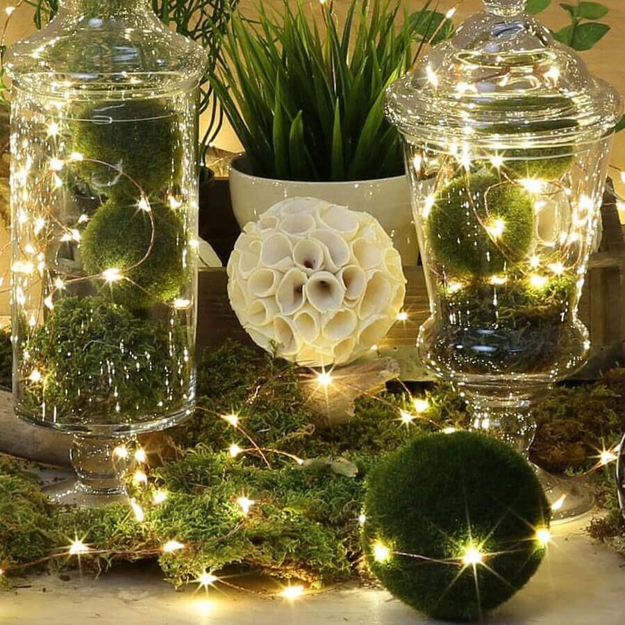 arranjos feitos com luzes de natal e bolas verdes Foto DHgate