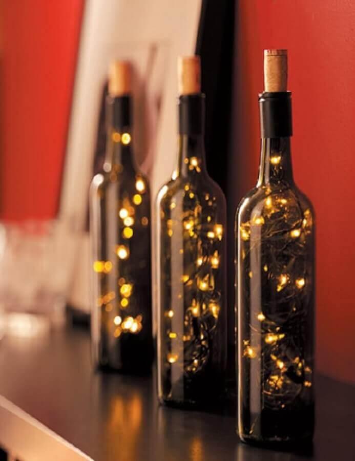 garrafas decoradas com luzes de natal Foto The Holk