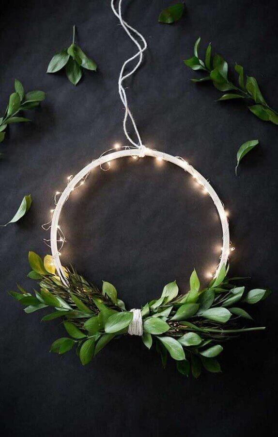 Decoração de guirlanda moderna com luzes de Natal Foto Faz Fácil