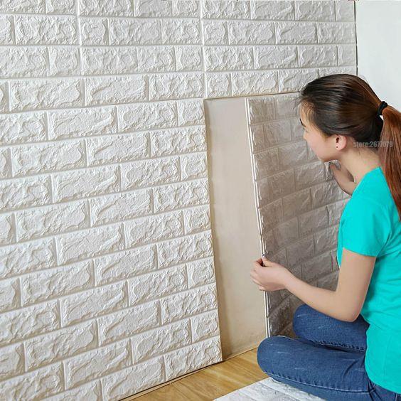 papel de parede 3d - pessoas aplicando papel de parede 3D simples