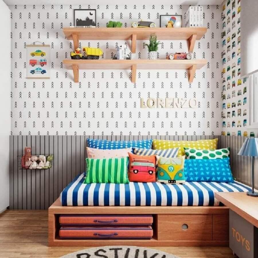 Almofadas divertidas para decoração de quarto colorido de menino Foto Gabi Work