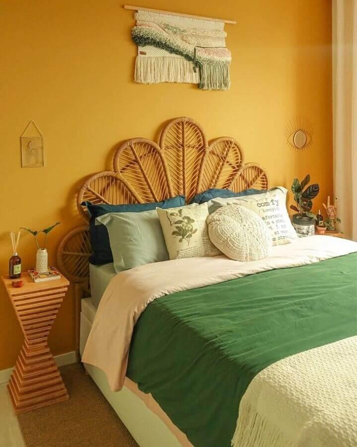 Cabeceira rustica para decoração de quarto colorido de casal Foto Karla Amadori