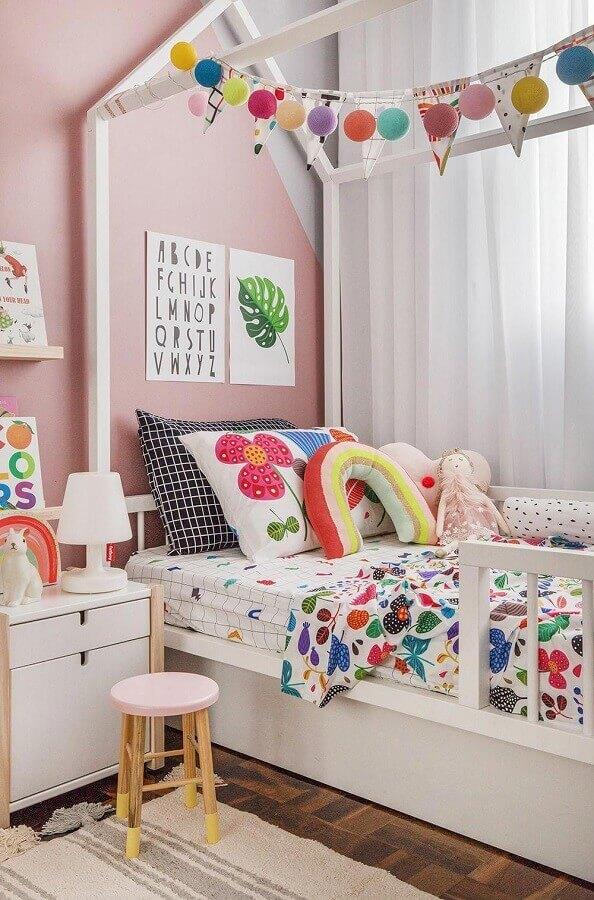 Cama casinha para decoração de quarto infantil colorido Foto MOOUI