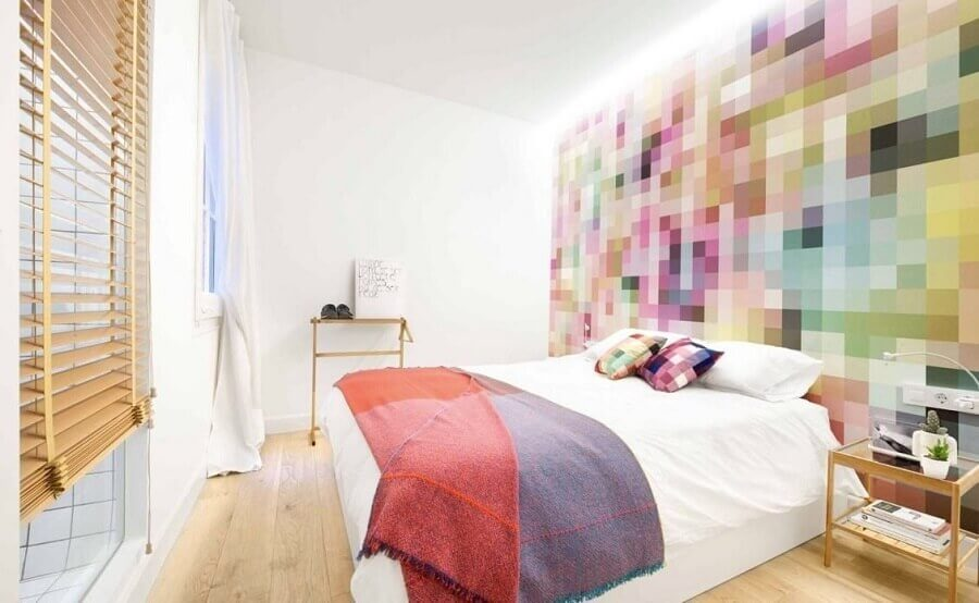 Decoração com papel de parede colorido para quarto de casal branco Foto Decor Facil