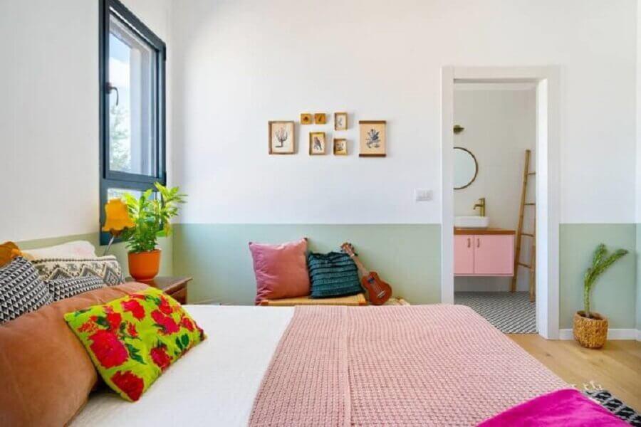 Decoração simples de quarto de casal colorido Foto Dani Studio