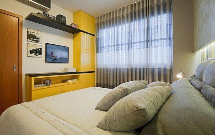 Decoração simples para quarto colorido de casal com armário amarelo Foto Eduarda Correa