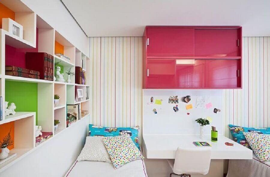 Nichos embutidos para decoração de quarto colorido feminino Foto Eduarda Corrêa