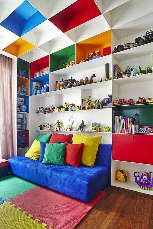 Nichos planejados para decoração de quarto infantil colorido Foto Pascali Semerd Jian Arquitetos